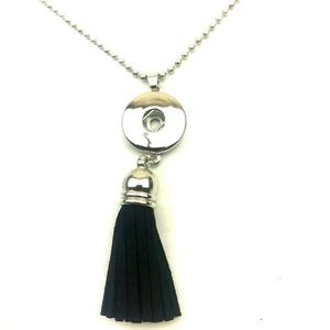 Accessories - Snap button necklace Lot of 4 black tassel silver
